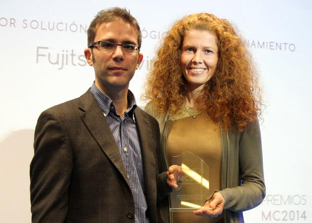 Penélope Mantiñán, responsable de puesto de trabajo en Fujitsu y Rodolfo De Juana, coordinador editorial de MuyPymes